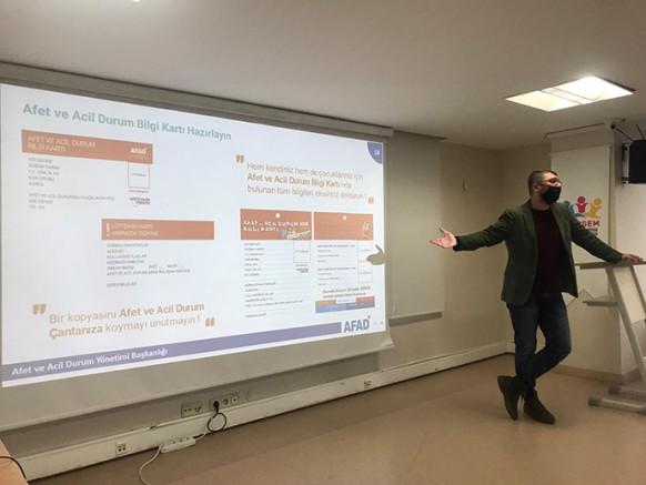 Tuzla'da Öğrencilere Deprem Eğitimi Verildi